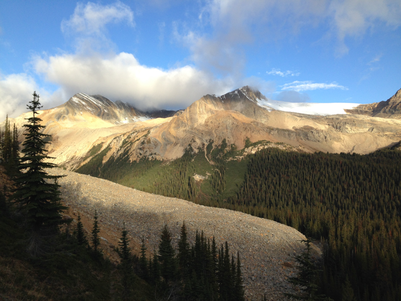 love-and-trails-stanley-mitchell-hut-yoho-national-park-7